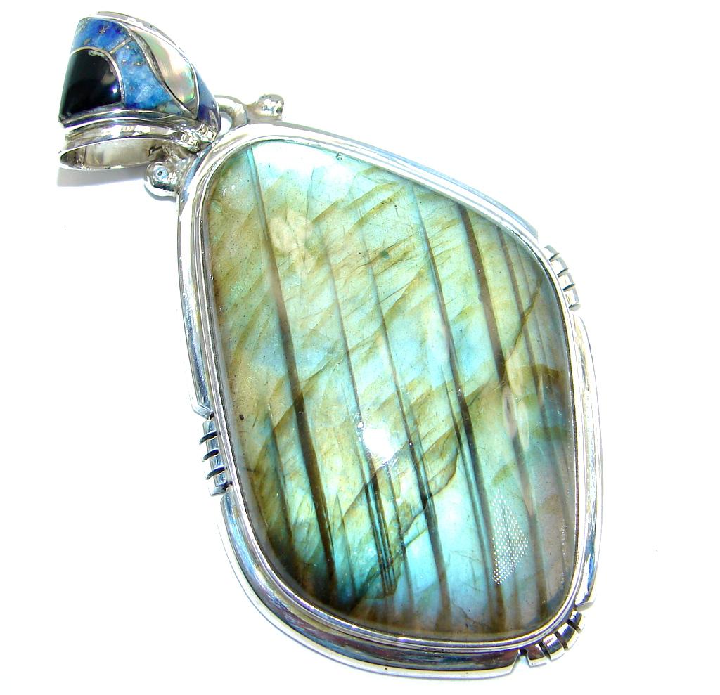 Moderen Design Labradorite Hammered Sterling Silver Pendant
