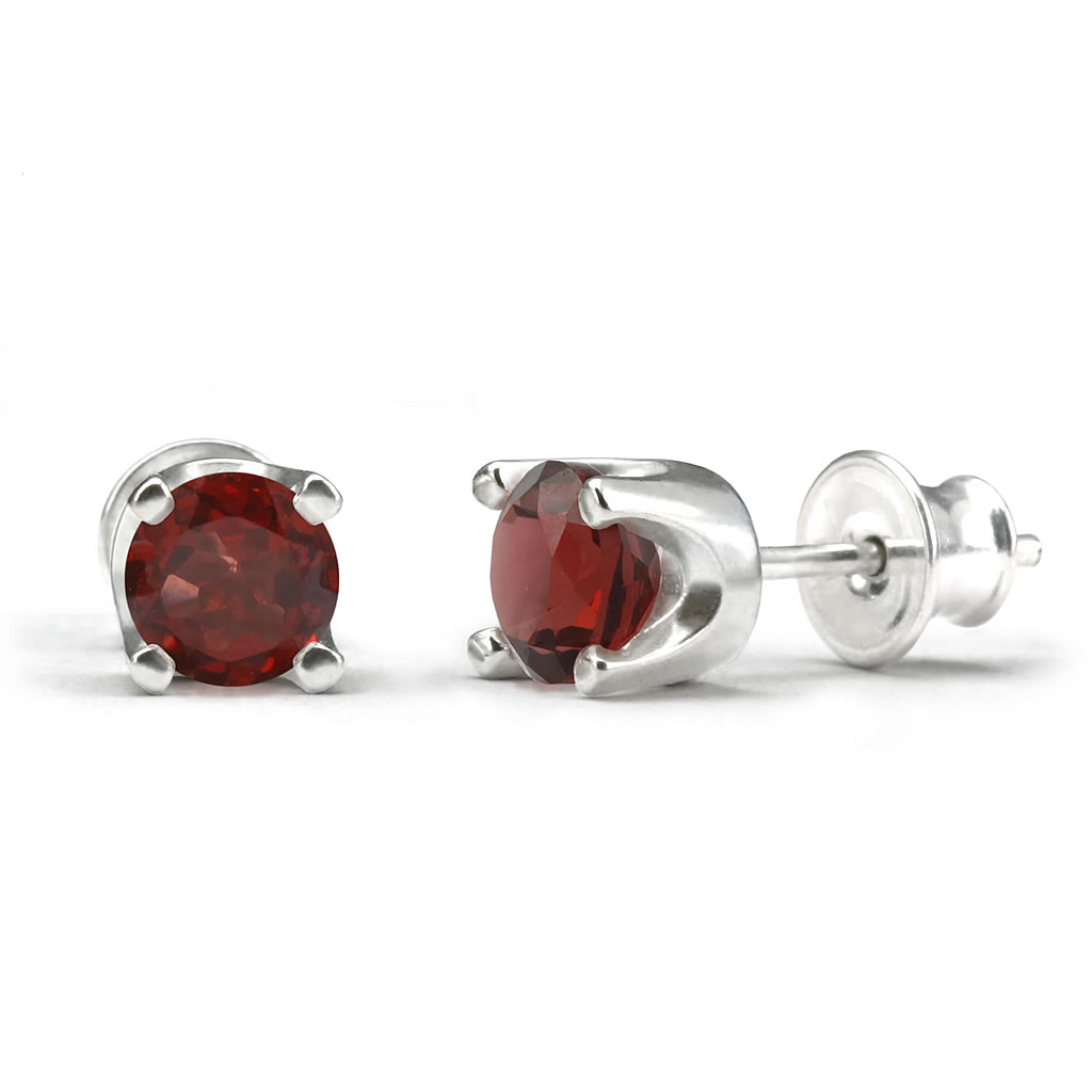 Elegant studs in sterling silver with a garnet