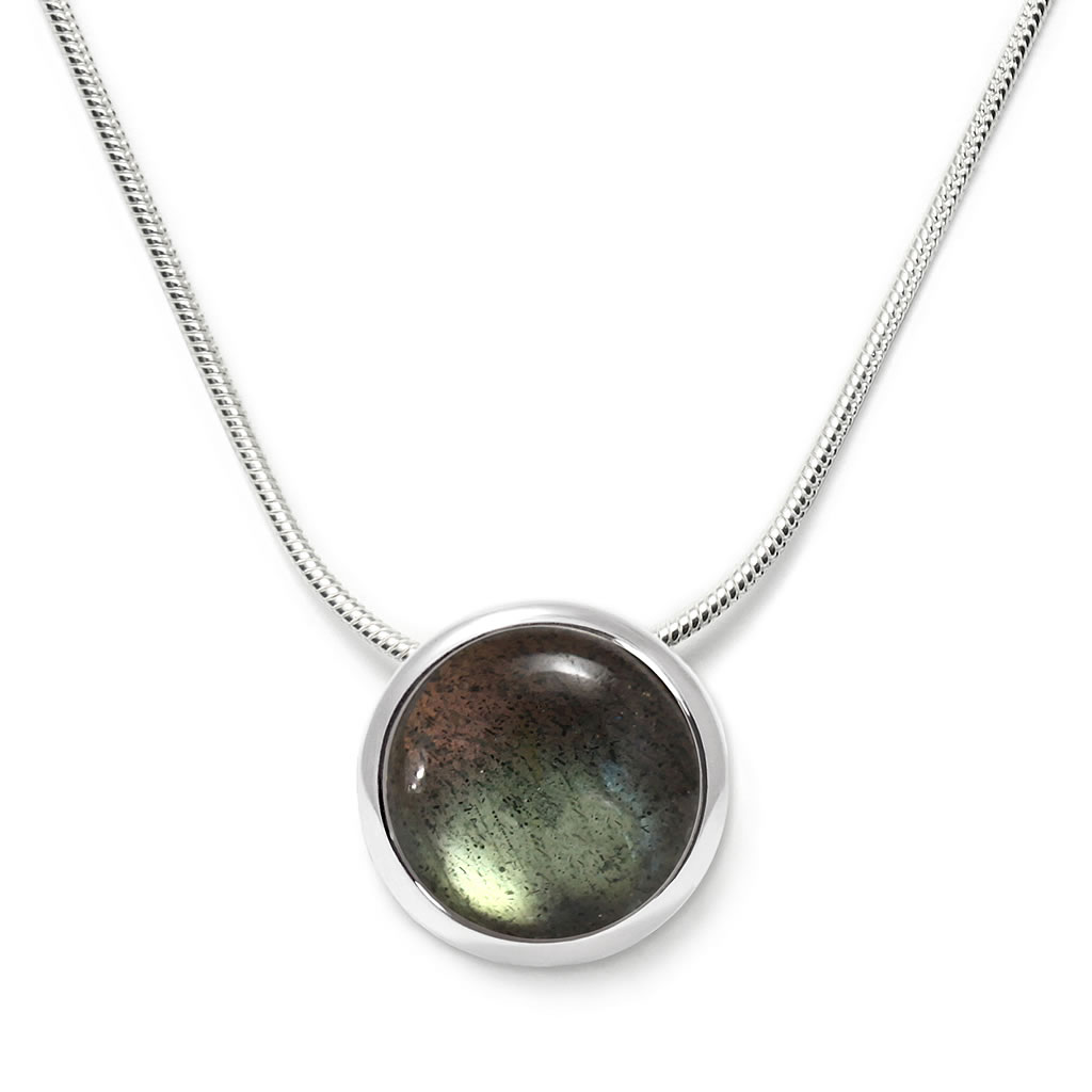 Charming necklace in sterling silver with a labradorite