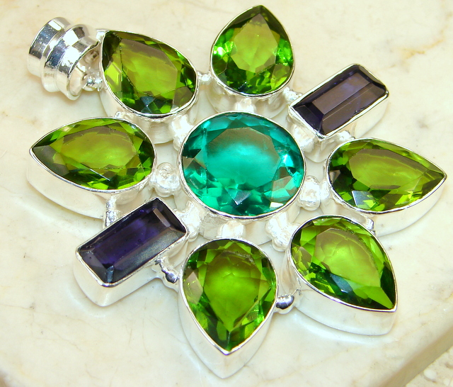 Great Green Flower Topaz Sterling Silver pendant