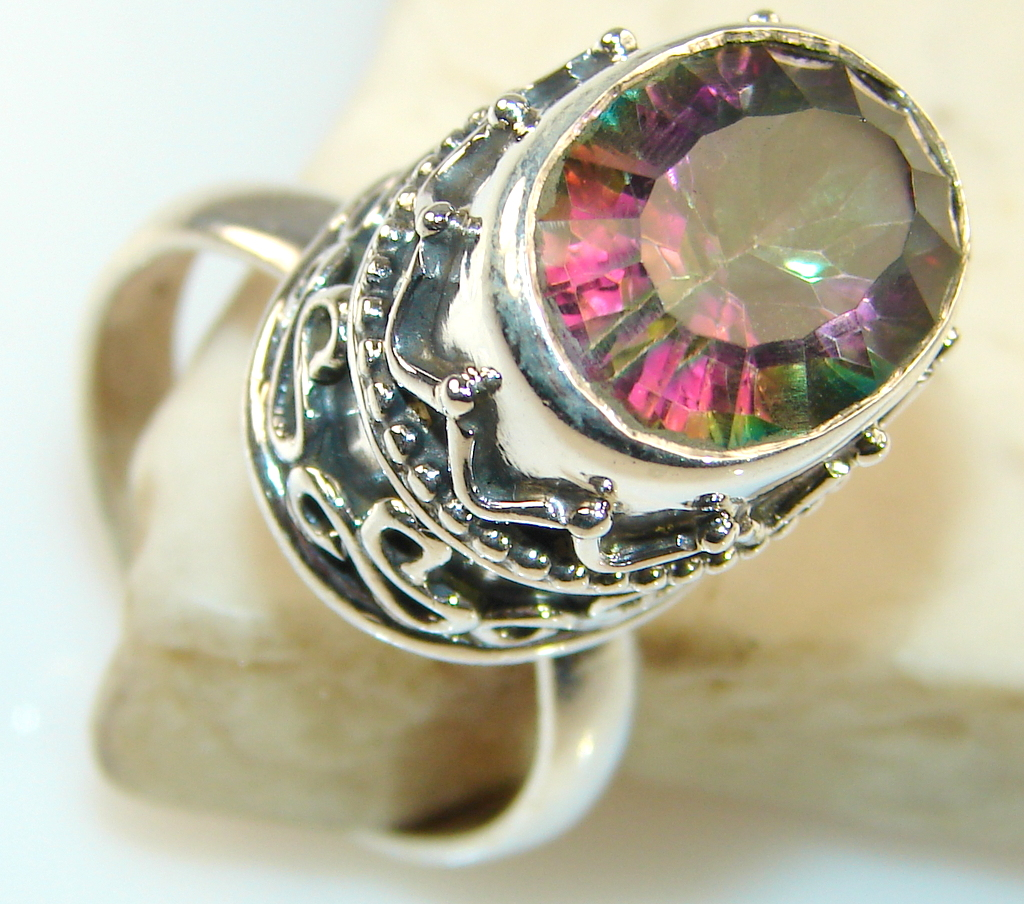 Beautiful Solid Rainbow Topaz Sterling Silver Ring s. 7 1/4