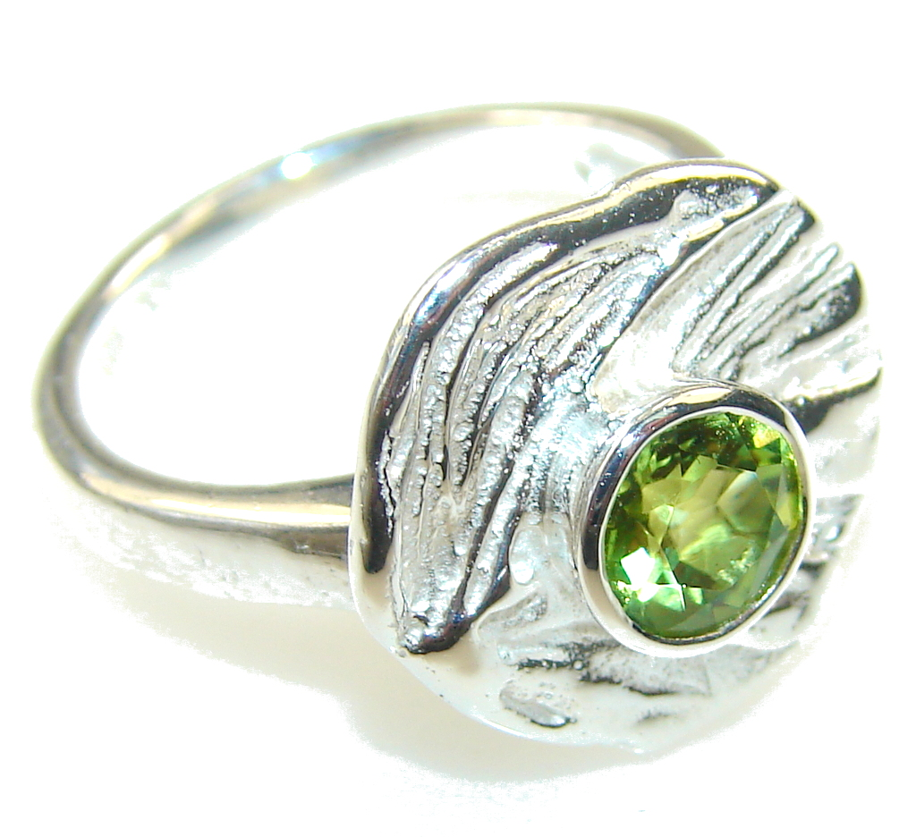 Delicate Green Peridot Sterling Silver Ring s. 7