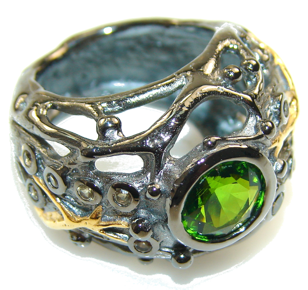 Stylish Green Peridot Italy Made Rhodium Plated Sterling Silver Ring s. 7