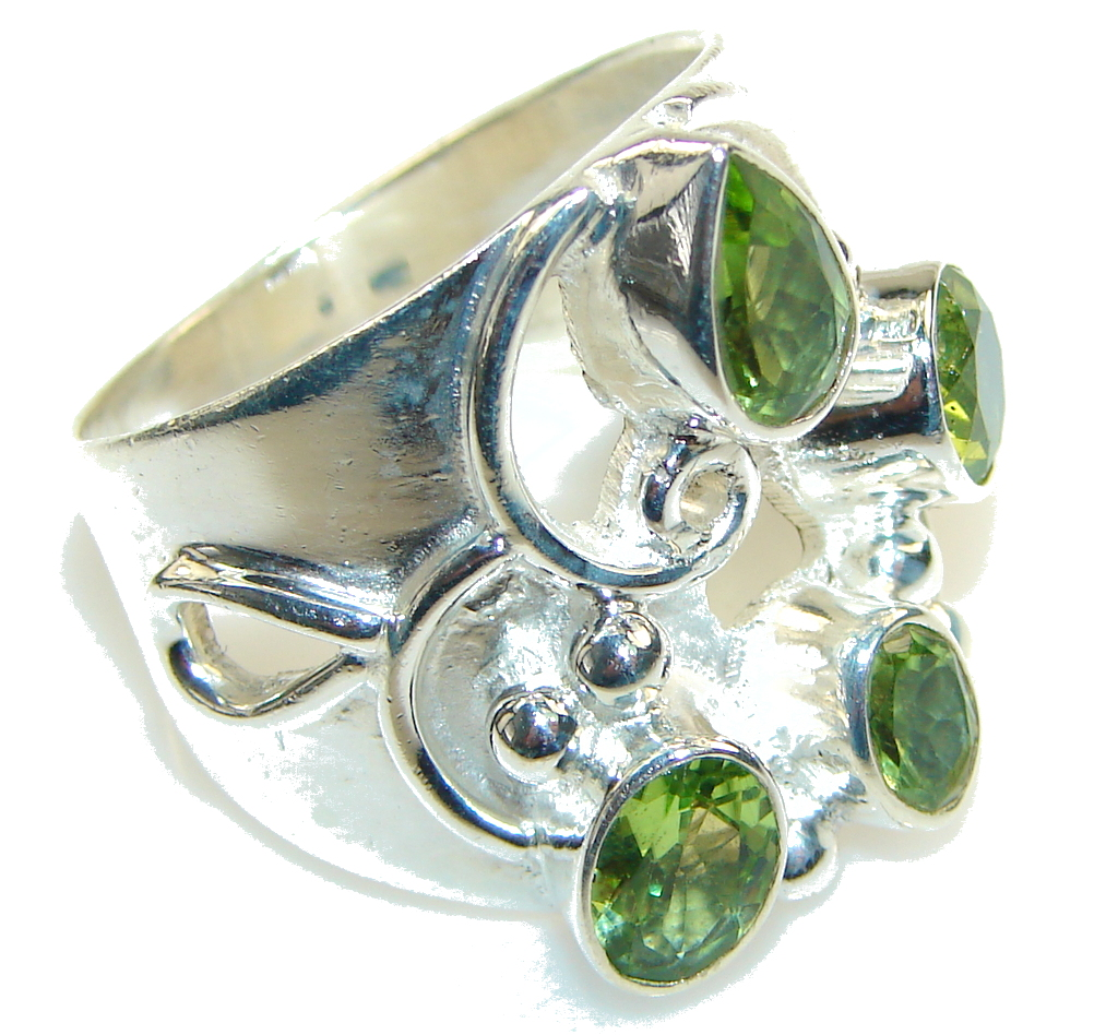 Excellent Green Peridot Sterling Silver Ring s. 9