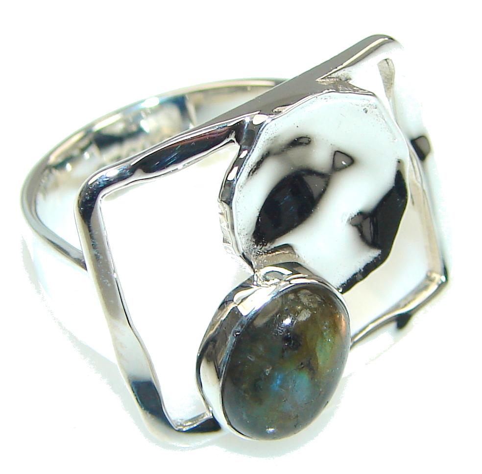 Modern Shimmering Labradorite Sterling Silver Ring s. 7